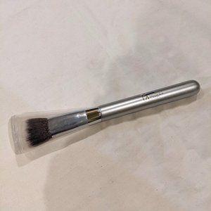 IT Cosmetics Airbrush Smoothing Foundation Brush